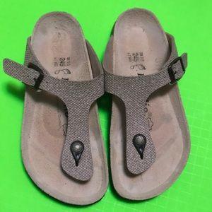 Papillon Birkenstock sz38/L7 t strap sandal
